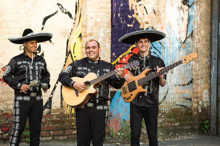 Mexican musicians in traditional costumes mariachi on the streets of the city Standard-Bild