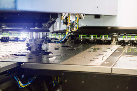 Robot for stamping metal products during work. Modern automated factory Standard-Bild