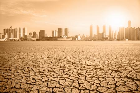 Paysage post-apocalyptique. Ville après les effets du réchauffement climatique. Concept de changements climatiques. Banque d'images