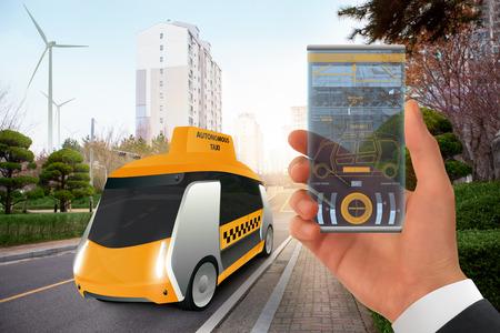 Control of autonomous taxi by futuristic smartphone with mobile app . Concept. Imagens