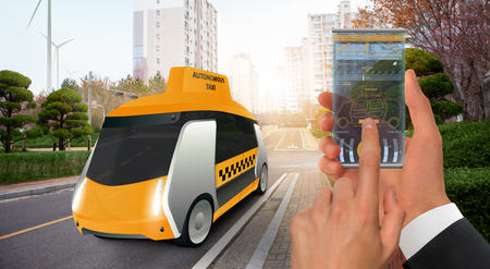 Control of autonomous taxi by futuristic smartphone with mobile app . Concept. Banque d'images