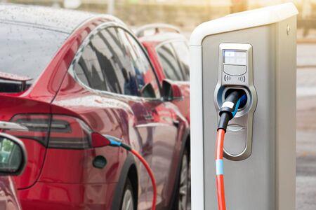 Borne de recharge pour voiture électrique. Banque d'images