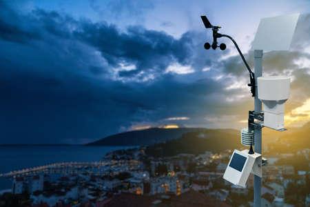 Meteorological station for measuring weather Imagens