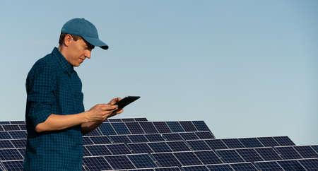 Engineer with tablet computer 版權商用圖片