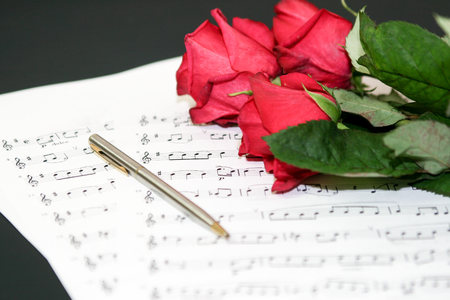 musical notes and roses,