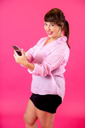 portrait of a brunette with a phone Standard-Bild