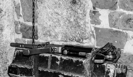 wehrmacht: MP38 sub machine gun on the table master restorer in the interior locksmith gunsmith. German Schmeisser Stock Photo