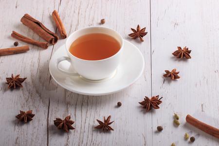 Cup of hot winter tea Фото со стока