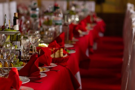 Served holiday table. red Фото со стока - 110367374