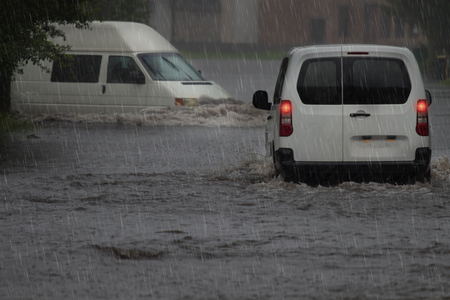 Cars on a flooded city road at the rain day. Banco de Imagens - 123520516