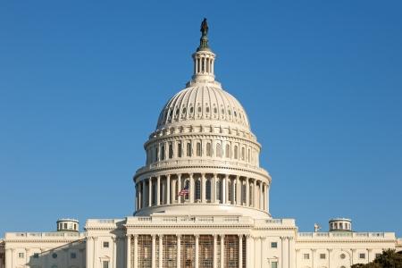 president???s: US Capitol Dome faccia posteriore sulla giornata invernale di sole con cielo blu Archivio Fotografico