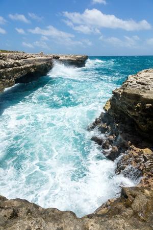 Waves Crashing on the Coastline Devil Stock Photo - 21693718