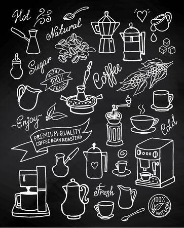 手描きの背景は、コーヒー、食材、料理、コーヒー メーカーが黒板上のデバイスを設定します。デザイン、カフェのメニューのパンフレット、チラ  イラスト・ベクター素材