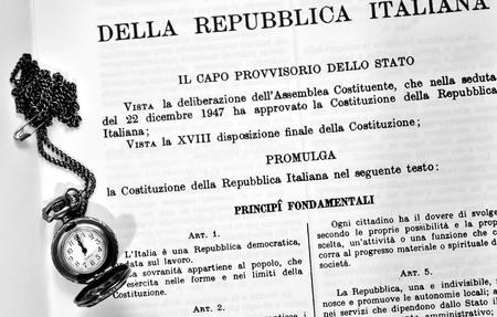 Constitución del reloj de la República Italiana Foto de archivo - 39226826