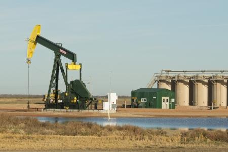 pozo petrolero: La producción del pozo de petróleo en Dakota del Norte