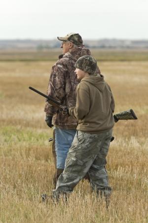 祖父と孫の狩猟 写真素材
