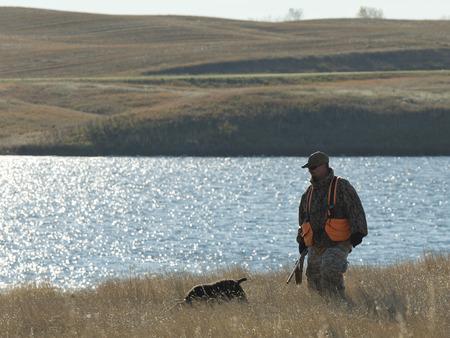 cazador: Hunter y su perro  Foto de archivo