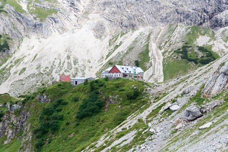overnight stay: Alpine hat Prinz-Luitpold-house with rock face