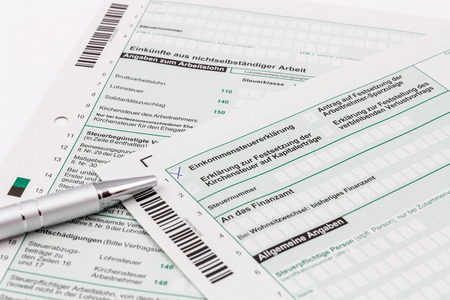 Form of income tax return with ball pen Standard-Bild