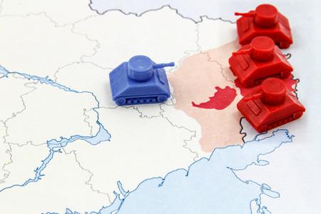 superiority: Mapa de Guerra en el Donbass, Ucrania con la superioridad num�rica de los tanques rusos Foto de archivo