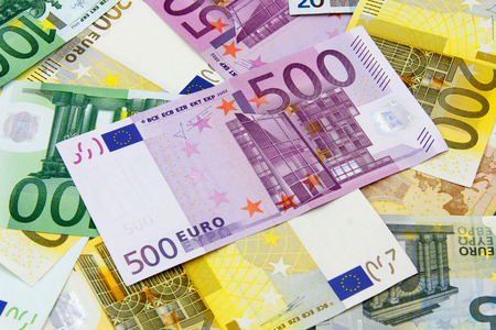 valuta: Different Euro banknotes from 5 to 500 Euro