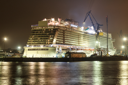 cruiseliner: Hamburg, Blohm and Voss Dock 17: Cruise ship Norwegian Escape at night