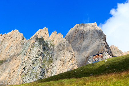 rote: Alpine hut Sajathutte and mountain Rote Saule in the Alps, Austria Stock Photo