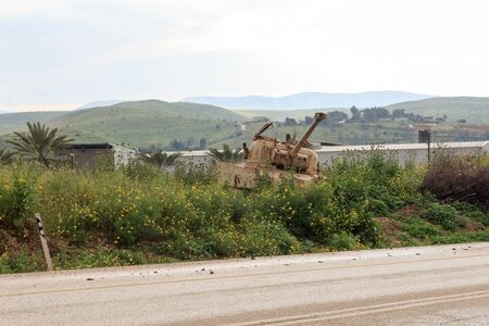 Old destroyed tank at street in the West Bank, Israel Imagens
