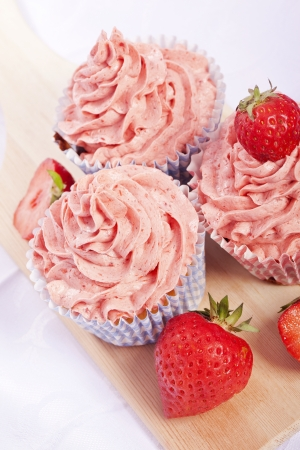 calories poor: strawberry cupcakes homemade delicious creamy sweet pink