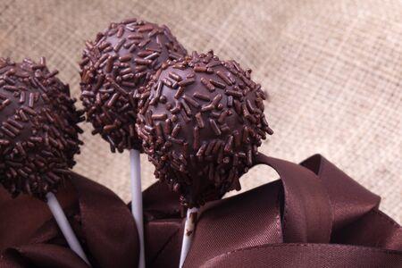 decoracion de pasteles: de chocolate sprincle cakepops partido postre dulce Foto de archivo
