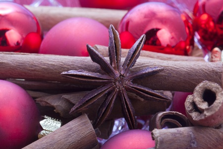 red christmas balls with cinamon and anise