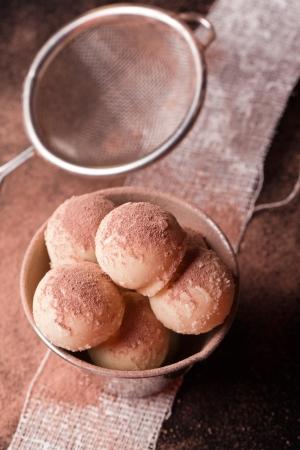 pralines: white chocolate pralines with colander