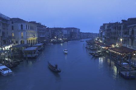 italien: Blick von der Rialto-Brücke auf den Canale Grande, Venedig, Italien, Europa