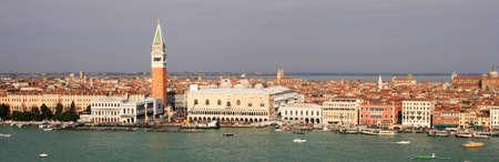 italien: Hafeneinfahrt der Stadt Venedig, Italien,