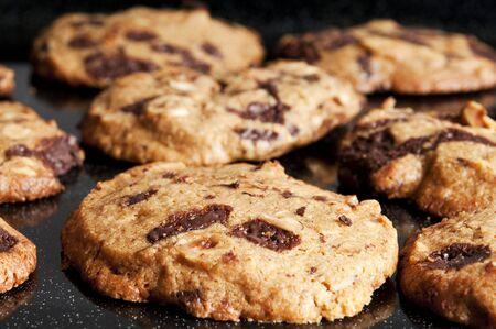 Close up van cookies op het bakken van tin