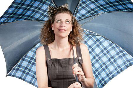 Vrouw met paraplu op witte achtergrond