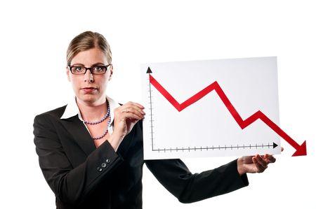 Business vrouw toont een grafiek op witte achtergrond