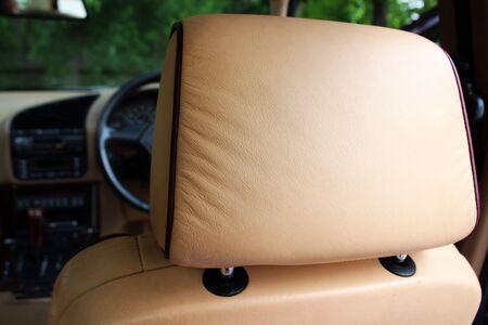 headrest: Creme leather headrest
