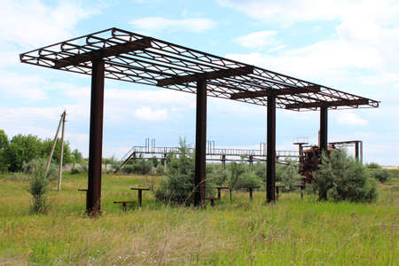 Abandoned rusty canopy gas station Standard-Bild