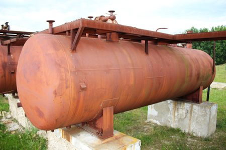 cilindro de gas: Cilindro de gas licuado Rusty Foto de archivo