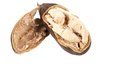 白い背景の上のバオバブの果実