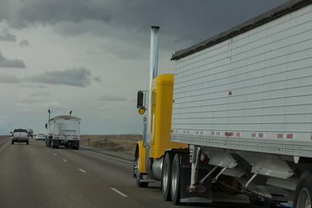 Camión en una carretera en Idaho