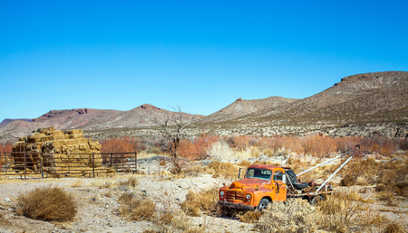 impermanent: Oldtimer towing vehicle in the desert at El Paso Texas USA Stock Photo