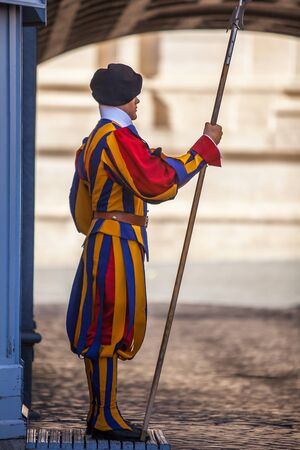 Swiss Guard on St. Peter's Square at St. Peter's Basilica in Vatican City in Rome Italy Редакционное