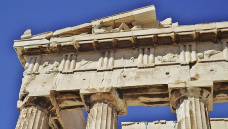 friso: The Acropolis in Athens, Greece. Detail of the Parthenon: columns, capitals and frieze.
