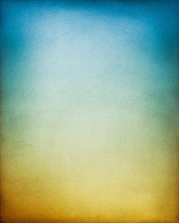 gradienter: En vintage, texturerat papper bakgrund med en jord till himlen tonas lutning.