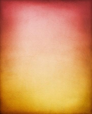 papel quemado: Un fondo de papel vintage, con textura con un caf� de amarillo a rojo degradado. Foto de archivo