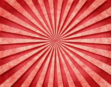 radiating: Un modello raggio di sole rosso su carta vintage con un 3-D look.