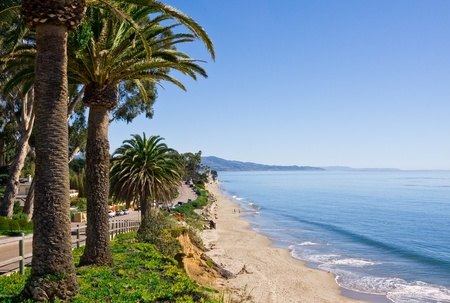 coastline: Butterfly strand langs Channel Drive in Santa Barbara, Californië. Stockfoto