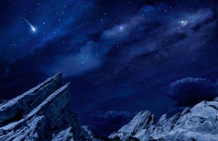 사격: 달빛과 별 밤 사막 풍경.